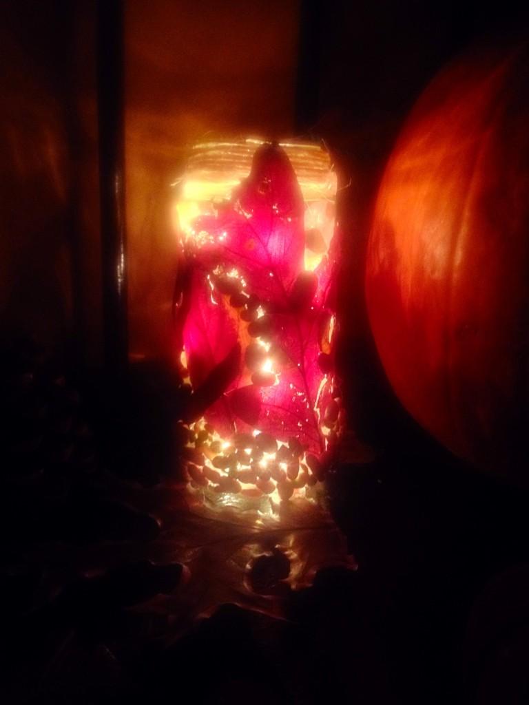 Leaf Craft: Leaf and Bean light up jar